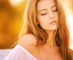 肌の綺麗な女性