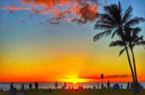 ハワイ新婚旅行でサンセット満喫