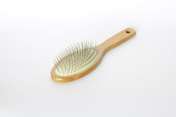 髪を梳かすブラシ